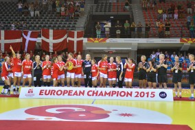 W17-EHF-EURO-Trophy-and-Medals-Ceremony-5436