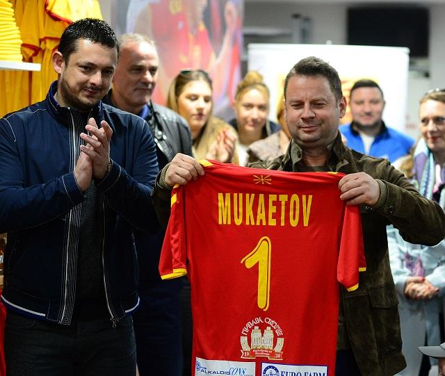 fan-shop8-mukaetov1-i-mojso